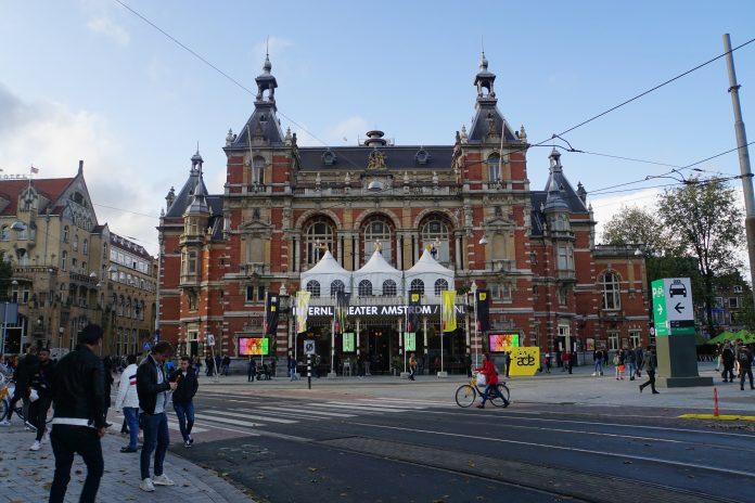Waar zijn de leuke pleinen in Amsterdam?
