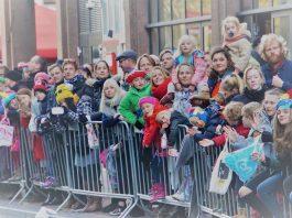 Sinterklaas en pieten voor 81e keer welkom geheten in Amsterdam