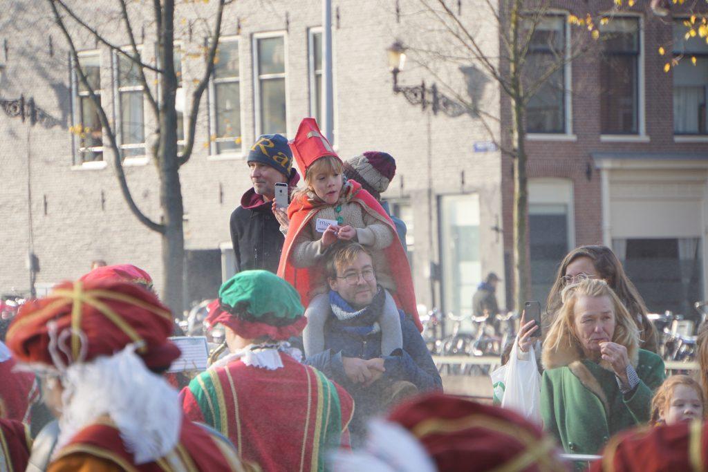 Sinterklaas welkom geheten in Amsterdam