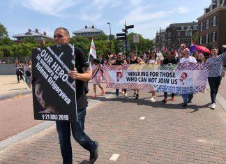 Mooi nieuws voor de Russische LHBTI-activist Kirill Khattoev. De actievoerder die vorige zomer voorop liep tijdens de Pride Walk in Amsterdam, ter nagedachtenis van de vermoorde Russische activiste Yelena Grigorjeva, mag in Nederland blijven. Dat nieuws werd dinsdagmiddag bekend gemaakt via de Facebook-pagina van LGBT Asylum Support.
