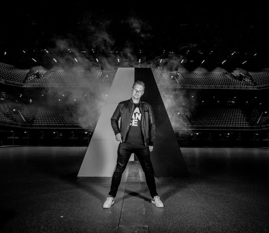 Amsterdam, 12 november 2019 – Armin van Buuren komt met zijn meest persoonlijke en intieme show tot nu toe: 'This Is Me', dat maakte hij vandaag bekend op Radio 538 in de Coen & Sander show. Op donderdag 21 mei (Hemelvaartsdag) en vrijdag 22 mei 2020 staat de wereldberoemde dj in de Ziggo Dome in Amsterdam.