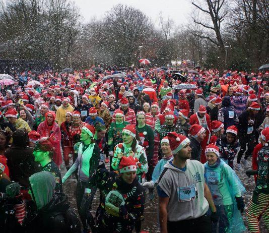 Deelnemers Ugly Sweater Run trotseren pokkeweer in Vondelpark