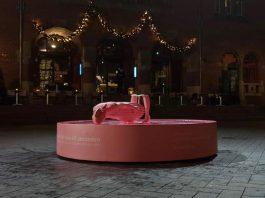 """Kolere streek in Amsterdam: """"Beeld aidsfonds doormidden gebroken"""""""