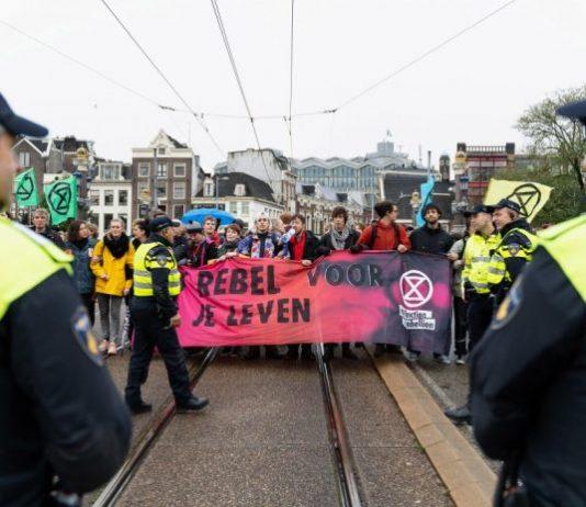 Extinction Rebellion in actie in Amsterdam
