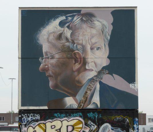 Eberhard van der Laan (1955 - 2017) was van 7 juli 2010 tot 5 oktober 2017 de burgemeester van Amsterdam. De oud-Amsterdams burgemeester luisterend naar de volledige naam Eberhard Edzard van der Laan, werd op 28 juni 1955 geboren in Leiden. De plaats waar meneer Van der Laan overleed was Amsterdam