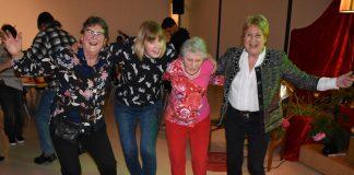 """Op bezoek bij vrijwilligersfeest in Oost: """"Ze is al 80 jaar, maar doet nog steeds vrijwilligerswerk"""""""