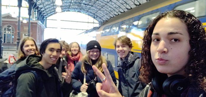 Amsterdamse leerlingen in debat in de Tweede Kamer