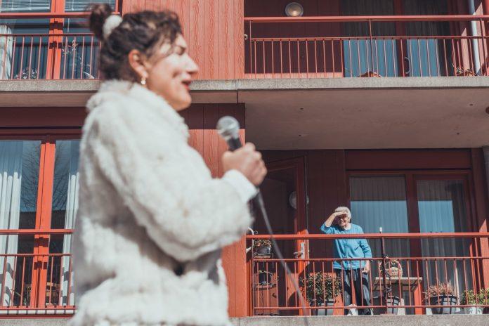 Tolhuistuin trakteert bewoners in Noord met pop up opera