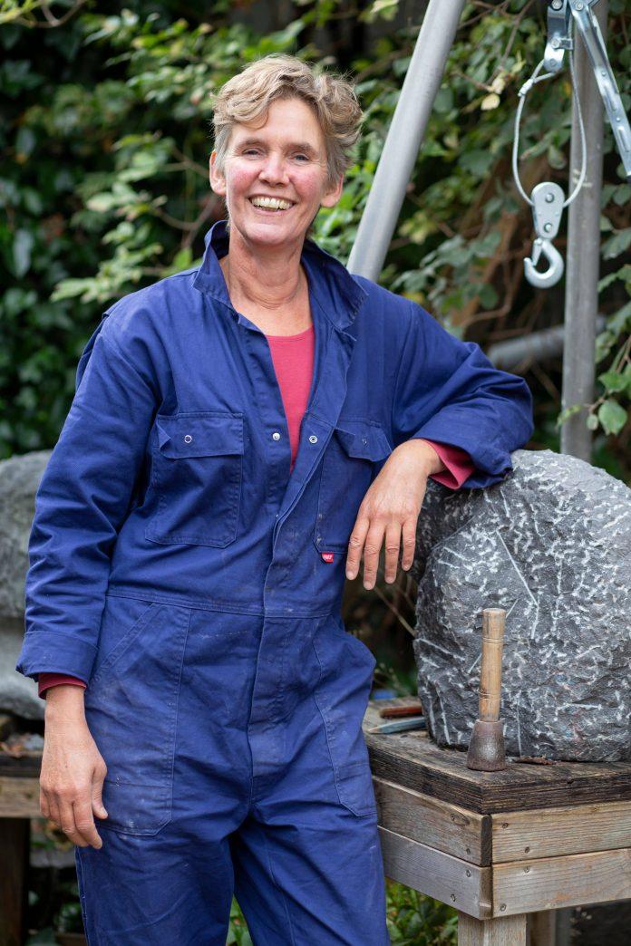 Het verhaal achter Beelden van Steen van beeldhouwster Mirjam de Nijs