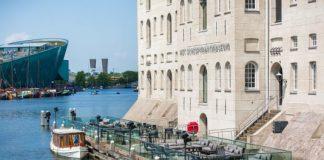 Het Scheepvaartmuseum opent nieuw terras op het water