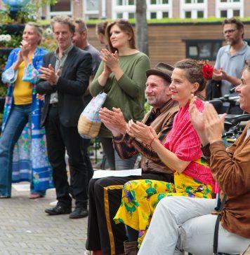 Eerste BijenTotem van Nederland feestelijk geopend in de Jordaan