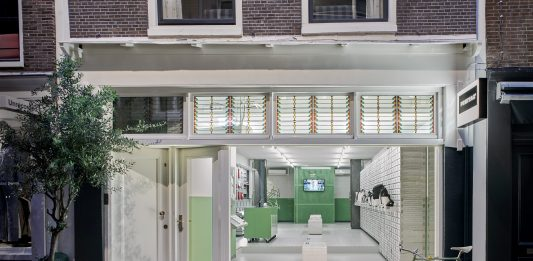 FREITAG OPENT WINKEL IN AMSTERDAM