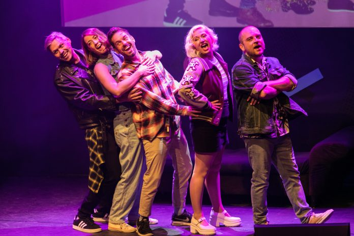 Sitcom: Boom Chicago's nieuwe hilarische comedy show
