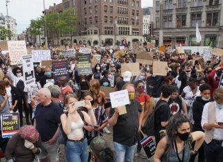 Demonstratie tegen fascisme op Museumplein