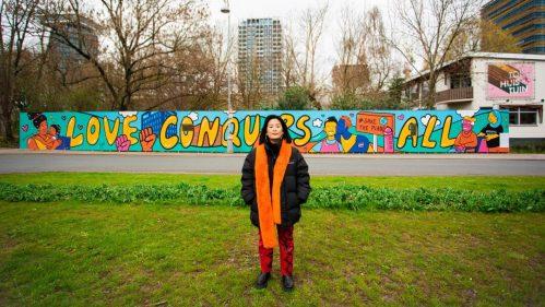 Nieuw dertig meter lang kunstwerk van SEEYOUSIOE aan Buiksloterweg