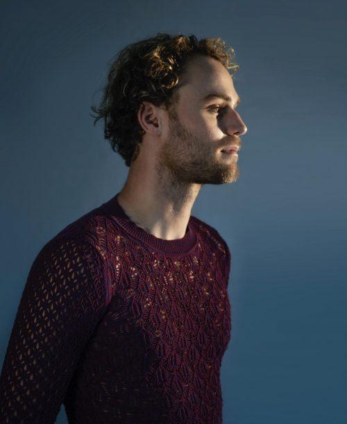 Presentatoren Eurovisie Songfestival gekleed in Nederlandse creaties