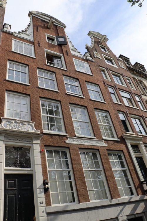 Glaszetter Amsterdam: 'specialist in schadevrij plaatsen en reparatie van glaswerk'