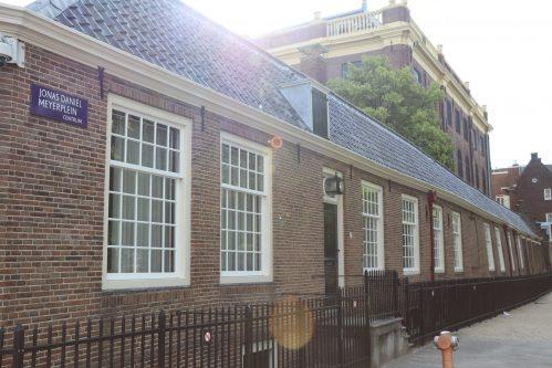 In Noord-Holland is het gemiddeld aantal leerlingen per basisschoolleraar in vijf jaar met 1 procent gedaald. Dit is een minder sterke afname dan het landelijk gemiddelde van -3,2 procent. In Noord-Holland was de afname het sterkst zichtbaar in de gemeente Bergen. Dit en meer blijkt uit het onderzoek van online opleidingsinstituut Laudius naar de leerling-leraarratio, op basis van de meest recente DUO-data.