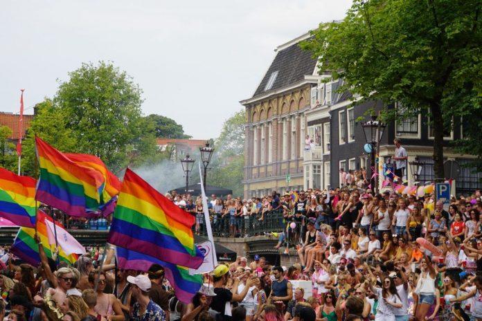 Website van Gaykrant op zwart tijdens wedstrijd Oranje