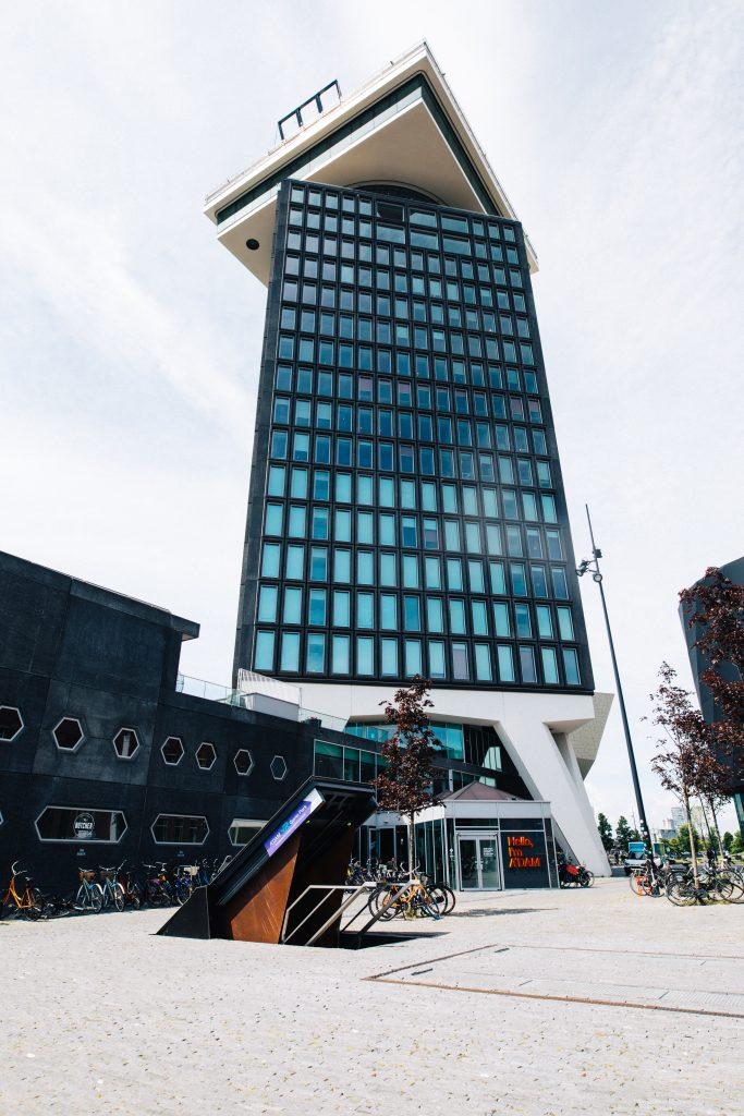 Raas door de stad in spectaculaire virtuele achtbaan in de A'DAM TOREN