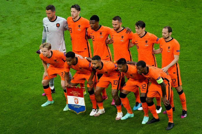 Oranje toont veerkracht in vermakelijk duel tegen Oekraïne