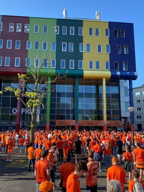 Oranjefans maken sfeer voorafgaand aan Nederland – Oekraïne