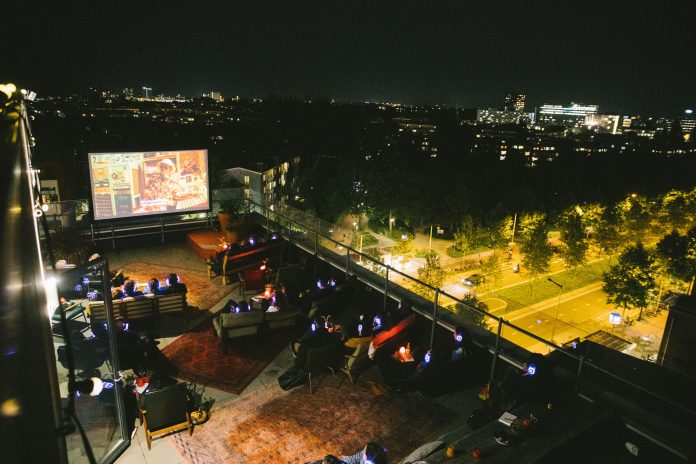 Canvas en PLUK de NACHT presenteren de derde editie van Rooftop Cinema op de 7e verdieping van Volkshotel