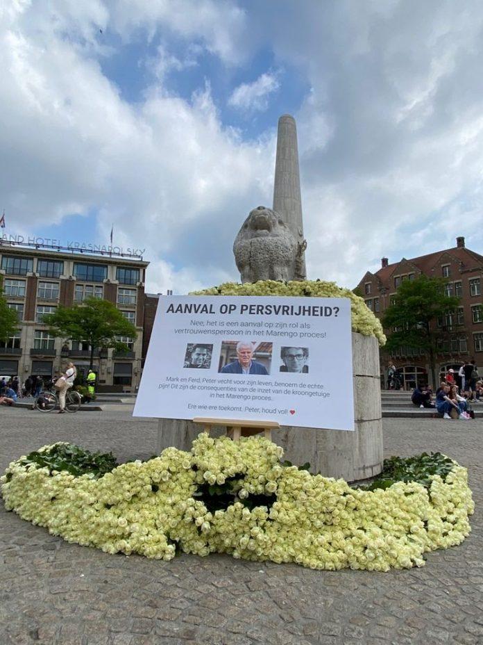 Duizenden rozen op de Dam voor Peter R. de Vries