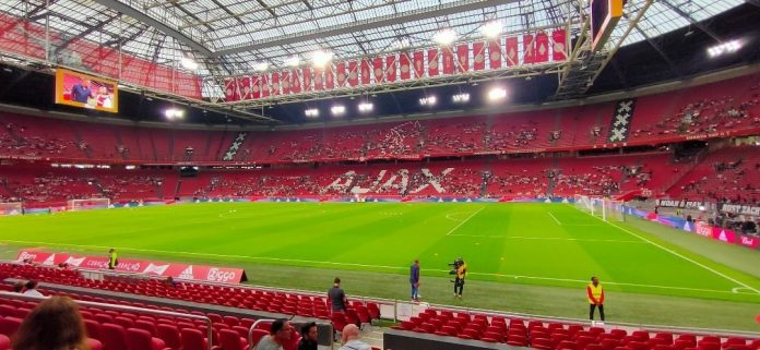 """Chaos bij Johan Cruijff Arena door haperende Ajax-app: 'Die schijtapp werkt nog steeds niet"""""""