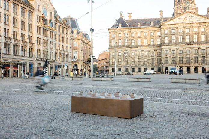 Streetart Frankey plaatst opnieuw kunstwerk op de Dam