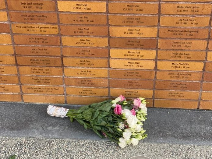 Nationaal Holocaust Namenmonument in Amsterdam onthuld