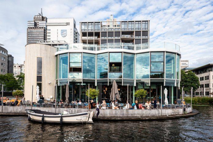 Ode aan de Amstel: 'culinair dineren in casual sfeer met uitzicht op De Amstel'