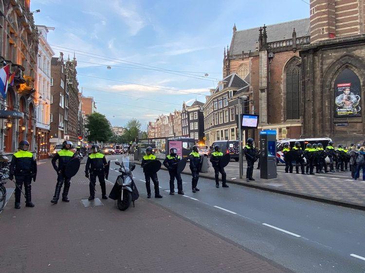 Mobiele Eenheid in actie na woonprotest in Amsterdam